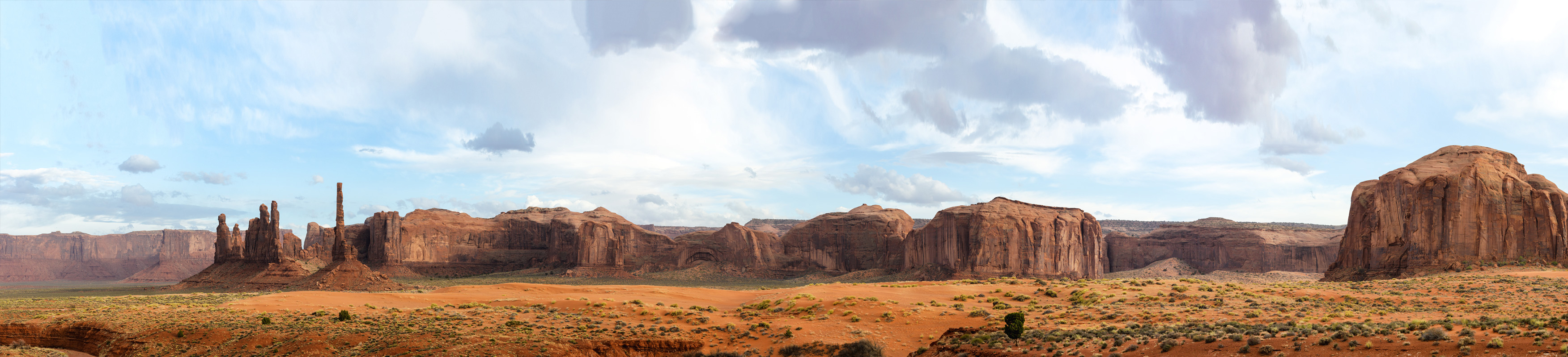 Desert-landscape-Monument-Valley