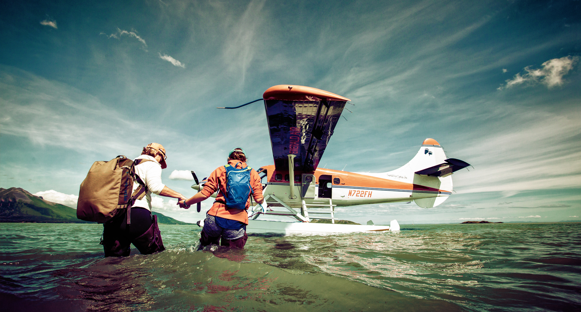 sea-plane-women-adventure